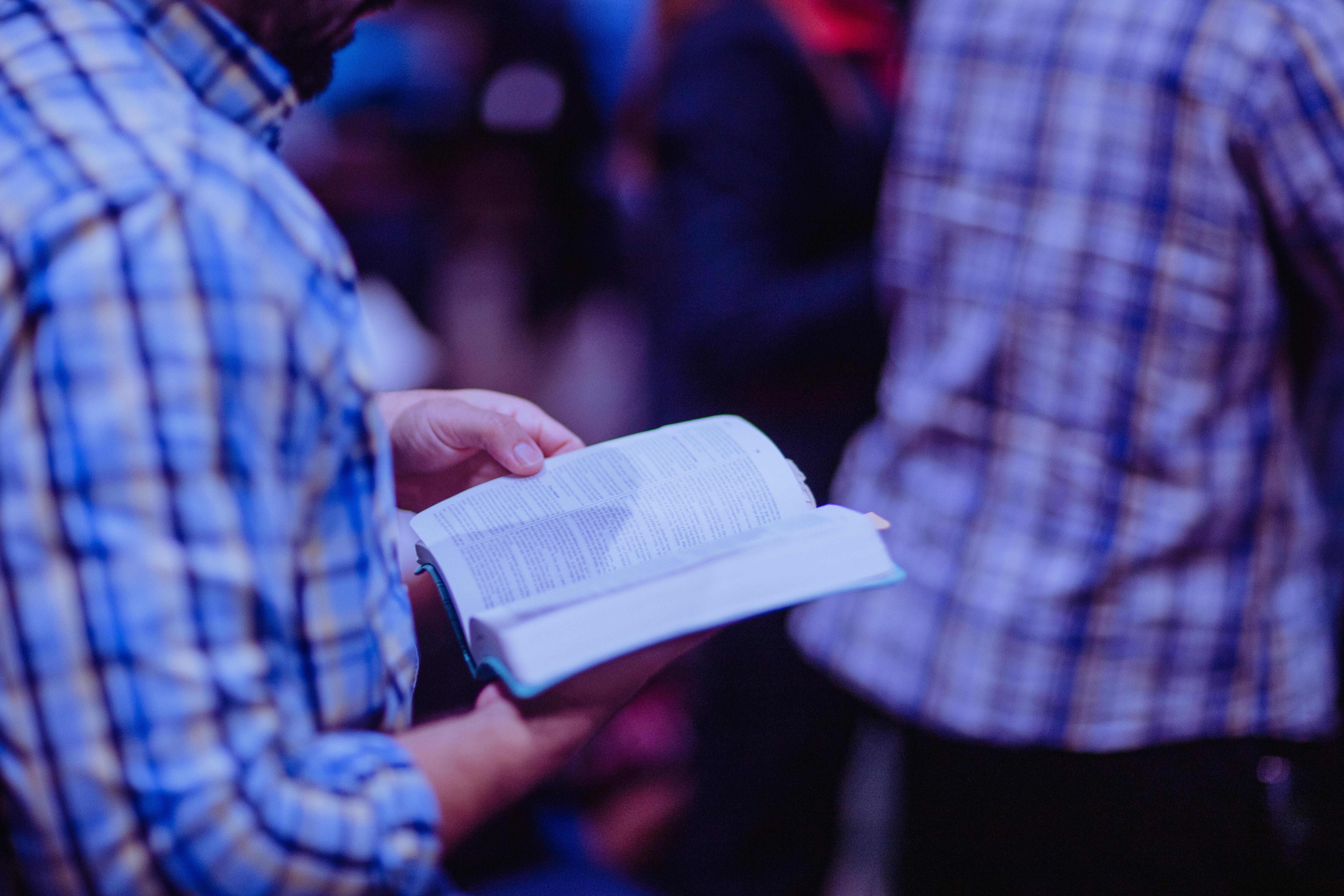 Foto stok gratis Allah, bagian tengah tubuh, berbayang, berdoa