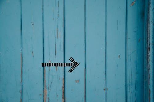 Fotobanka sbezplatnými fotkami na tému modrá, šíp, smer, smerová značka