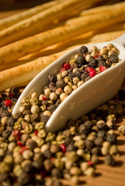 Darmowe zdjęcie z galerii z chleb, ciepły, czarny pieprz, czerwona papryka