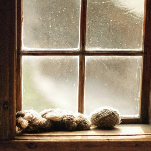 Darmowe zdjęcie z galerii z chata, naturalny li, okno, przędza