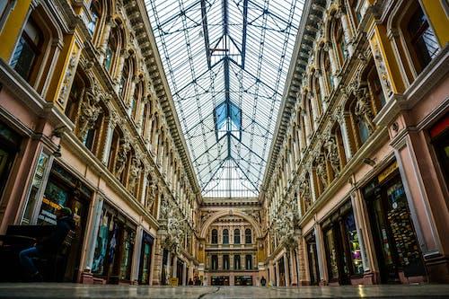 bakış açısı, bina, iç mekan, kapalı mekan içeren Ücretsiz stok fotoğraf