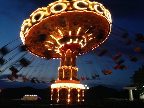 Gratis stockfoto met fel, nacht, neonlampen, swingcarousel