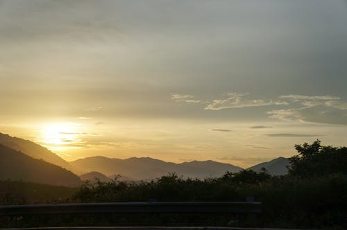Gratis stockfoto met berg, wolk, zon