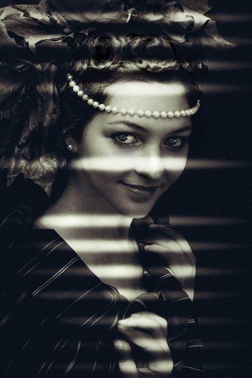 Darmowe zdjęcie z galerii z atrakcyjny, czarno-biały, dama, dziewczyna