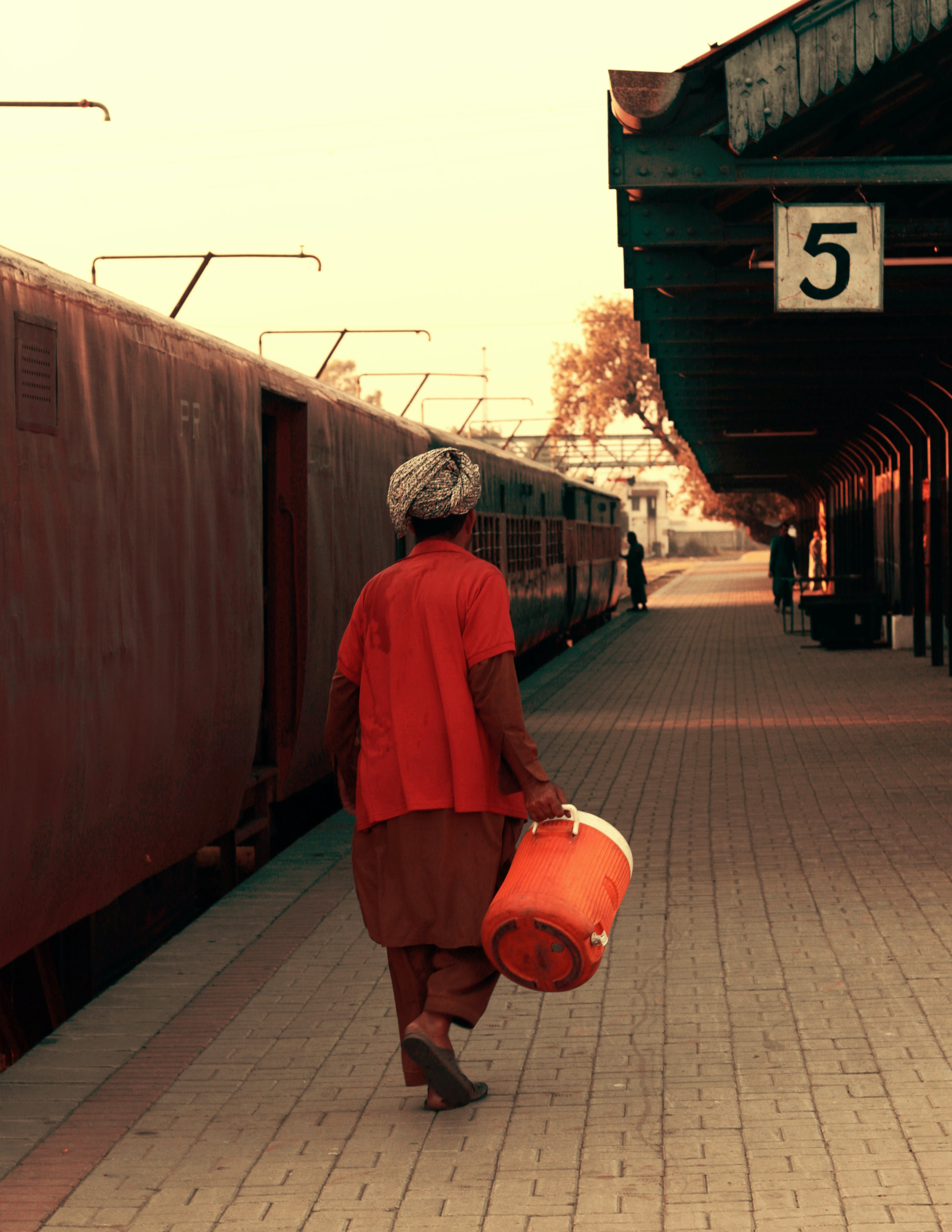 Free stock photo of Asia coolie, coolie, coolie at railway station, coolie man