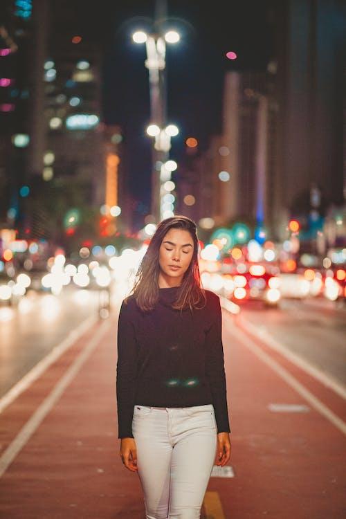 人, 城市, 夜燈, 女人 的 免費圖庫相片