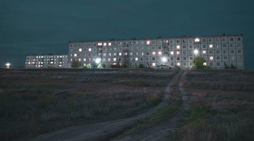 Бесплатное стоковое фото с вечер, многоквартирные дома, небо, огни