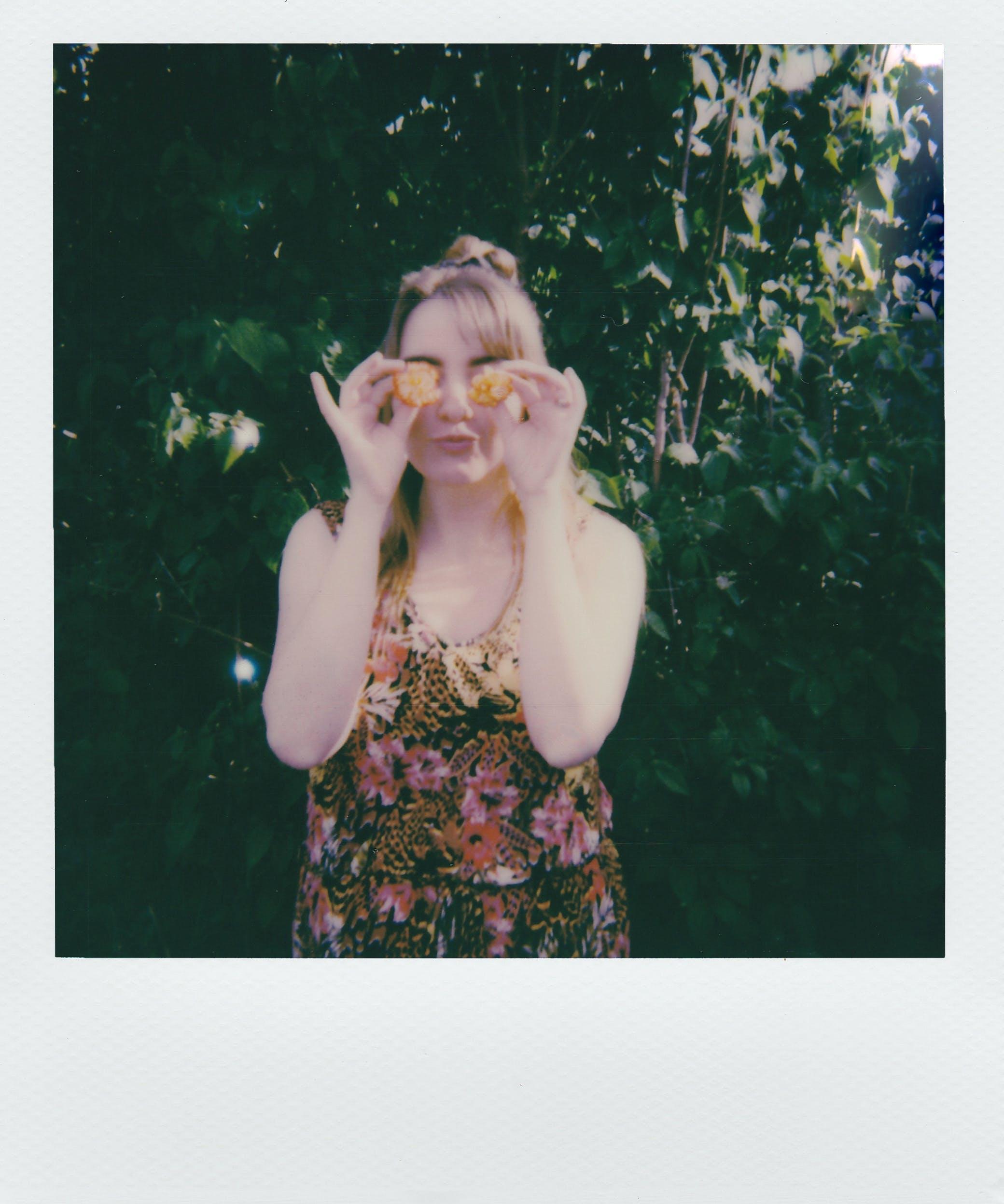 Základová fotografie zdarma na téma fotka, obrázek, osoba, polaroid