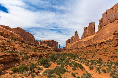 Безкоштовне стокове фото на тему «камені, каньйон, краєвид, мальовничий»