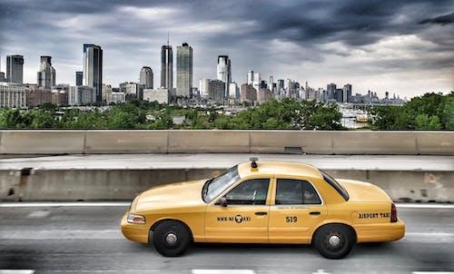 シティ, タクシー, ダウンタウン, トラフィックの無料の写真素材