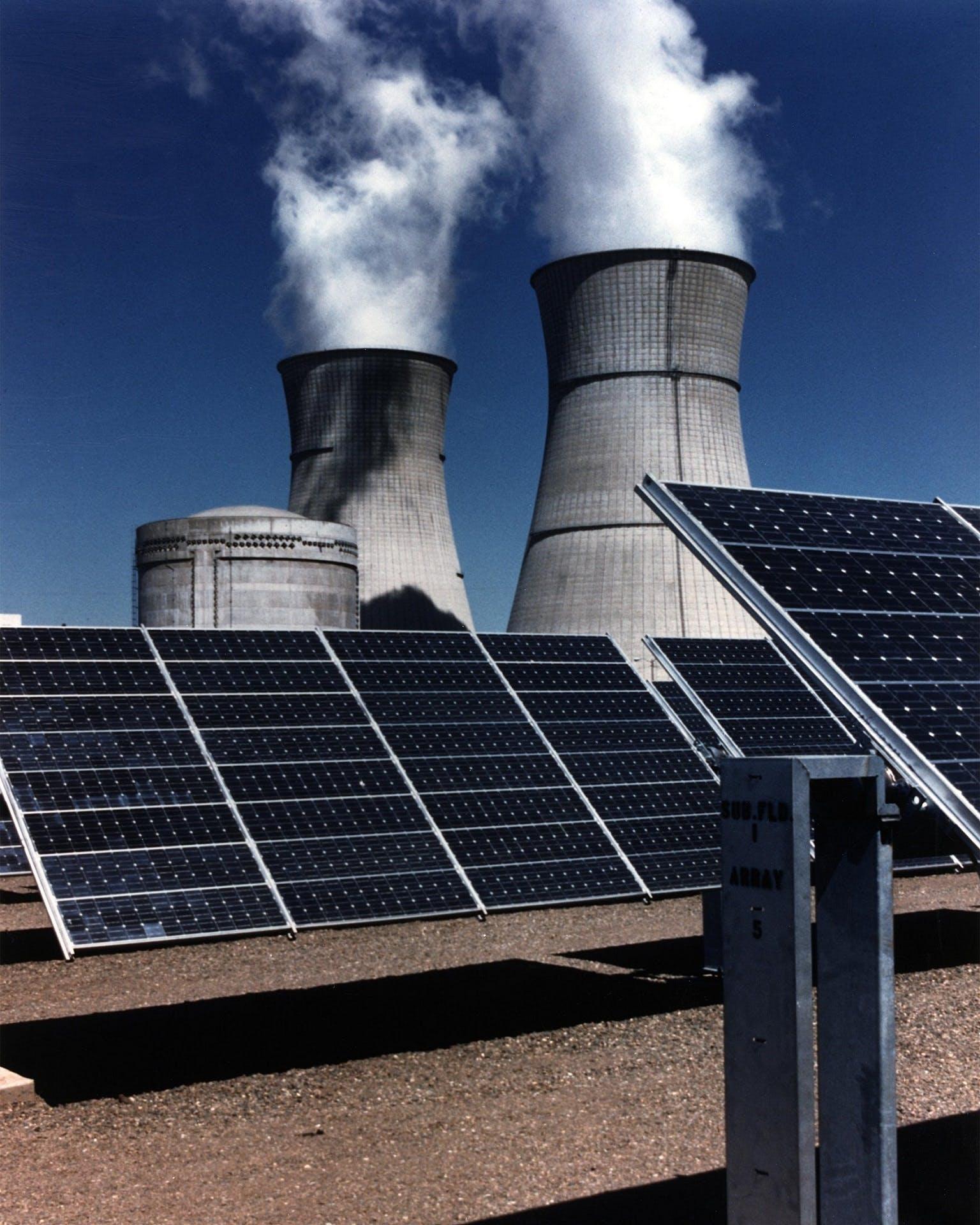 Ingyenes stockfotó elektromosság, energia, környezetszennyezés, napelemek témában