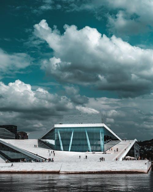 Darmowe zdjęcie z galerii z architektura, budynek, burza, chmury