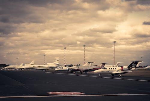 Бесплатное стоковое фото с Авиакомпания, авиалайнер, Авиация, Аэропорт