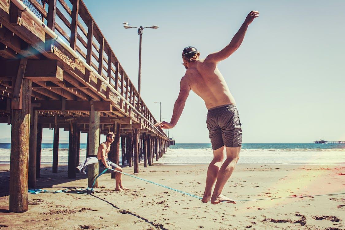 балансування, берег моря, веселий