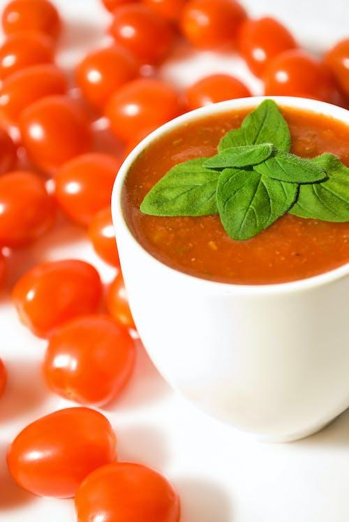 Darmowe zdjęcie z galerii z bazylia, kubek, pomidor wiśniowy, pomidory