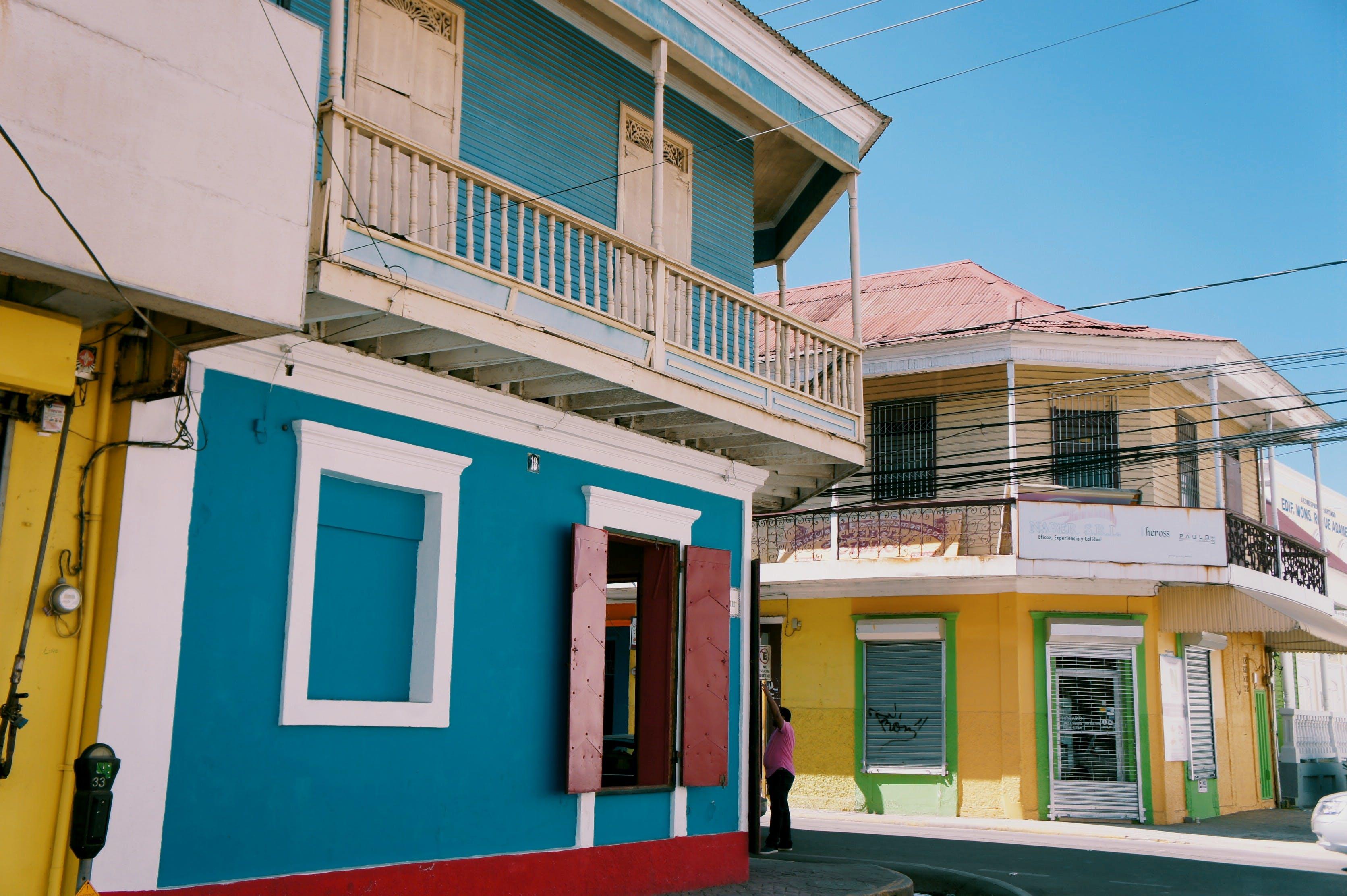 Kostenloses Stock Foto zu architektur, balkon, bau, draußen