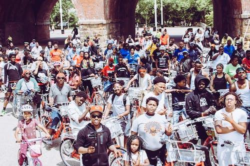 Foto d'estoc gratuïta de afroamericà, bici, bicicleta
