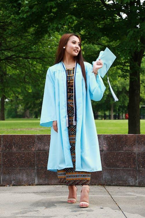 Ingyenes stockfotó áll, arckifejezés, ázsiai nő, ballagó diák témában