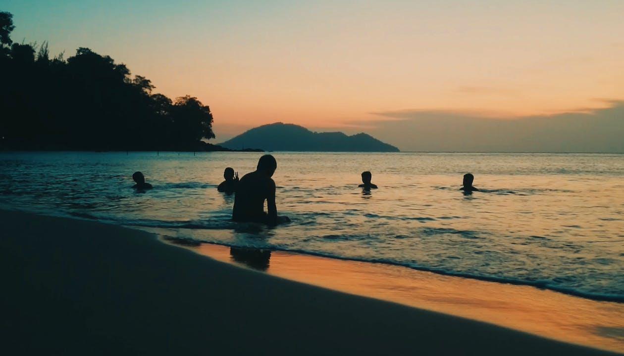 берег, берег моря, з підсвіткою