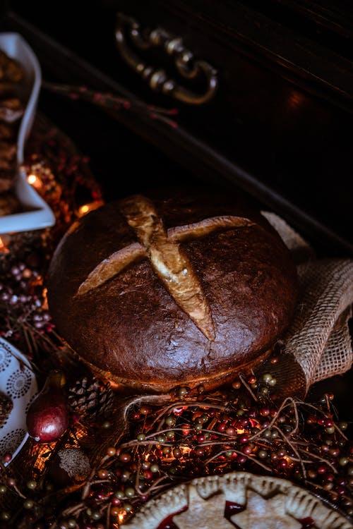 Kostnadsfri bild av bord, bröd, dekoration, färger