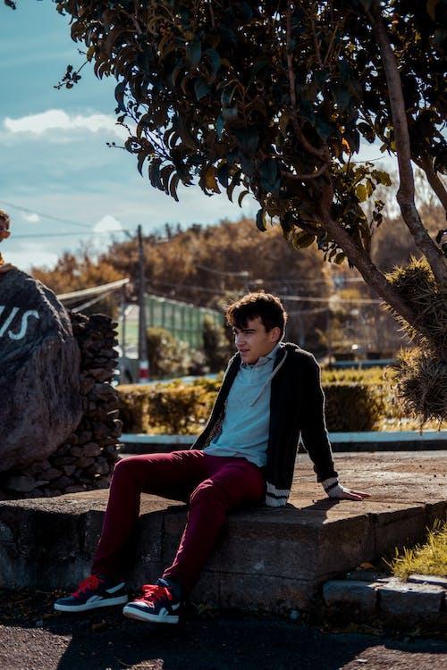 Foto stok gratis duduk, fashion, fesyen, kebun