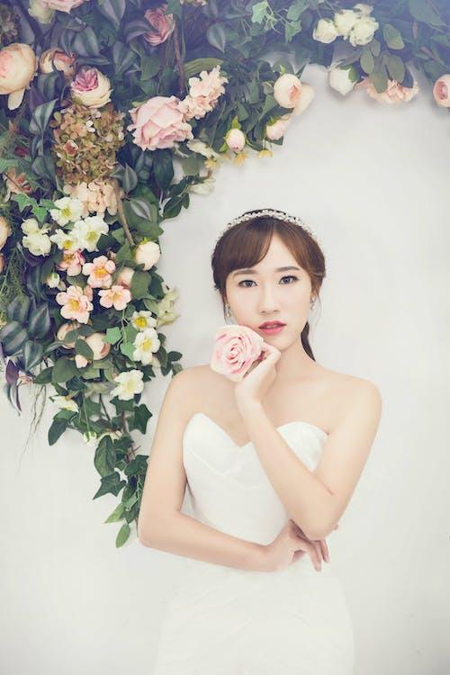 Women's White Sweetheart Neckline Dress