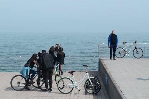 Ingyenes stockfotó bicikli, dokk, fiatalok, fiatalság témában