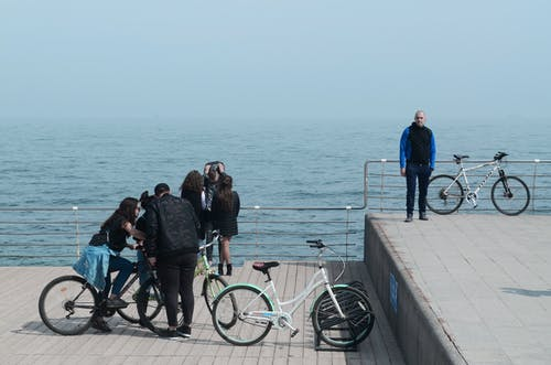 Kostenloses Stock Foto zu dock, fahrrad, jugend, junge leute