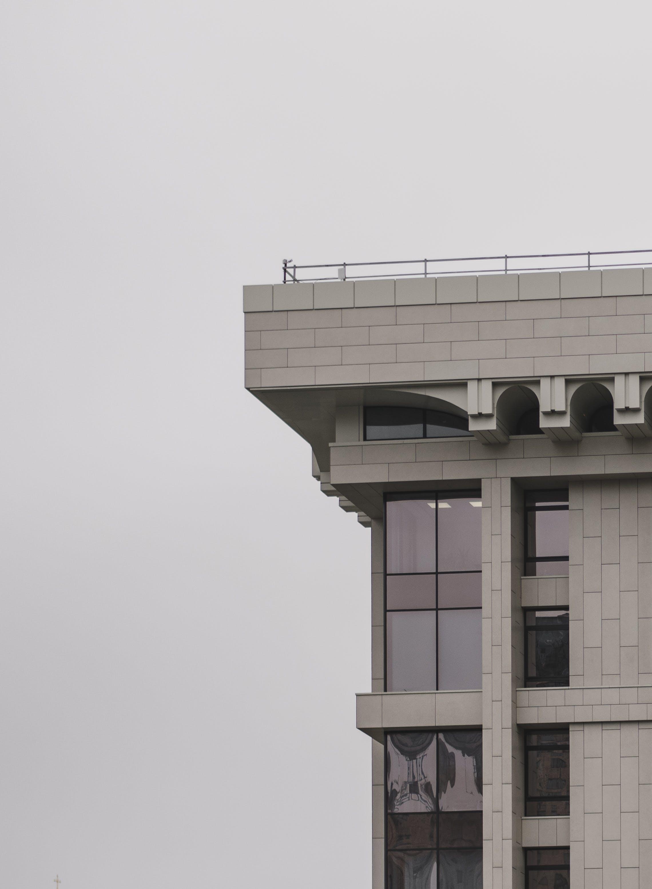 Darmowe zdjęcie z galerii z architektura, beton, budynek, dach