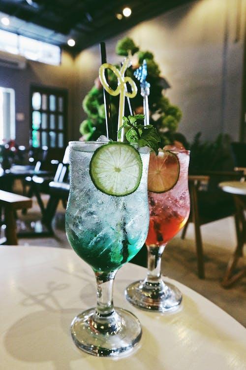 Gratis lagerfoto af alkohol, bar, bord, briller