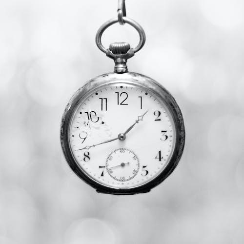 Darmowe zdjęcie z galerii z antyczny, antyczny zegarek, bokeh, martwa natura