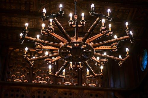 シャンデリア, ライト, 照らされたの無料の写真素材
