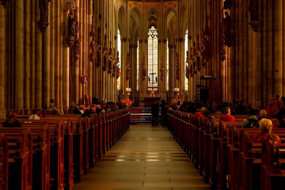 الكاثوليك يعتقدون أن البابا هو معصوم