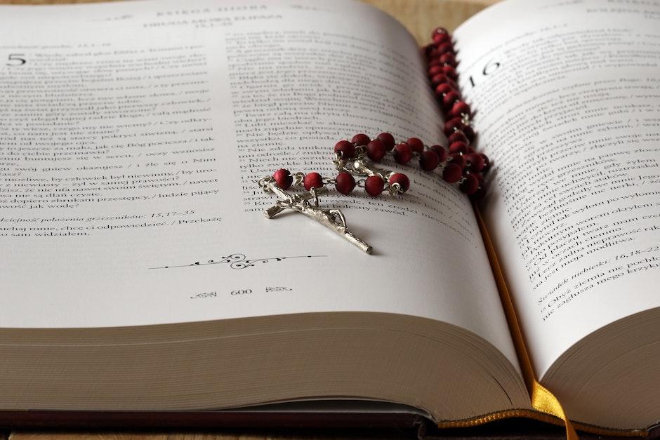 beads, bible, blur
