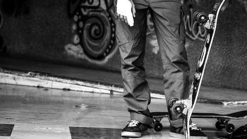 Foto d'estoc gratuïta de abandonat, adult jove, fotografia urbana, patinar en monopatí