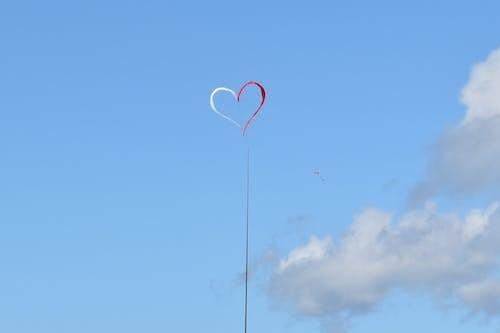 Heart shaped monument against sky