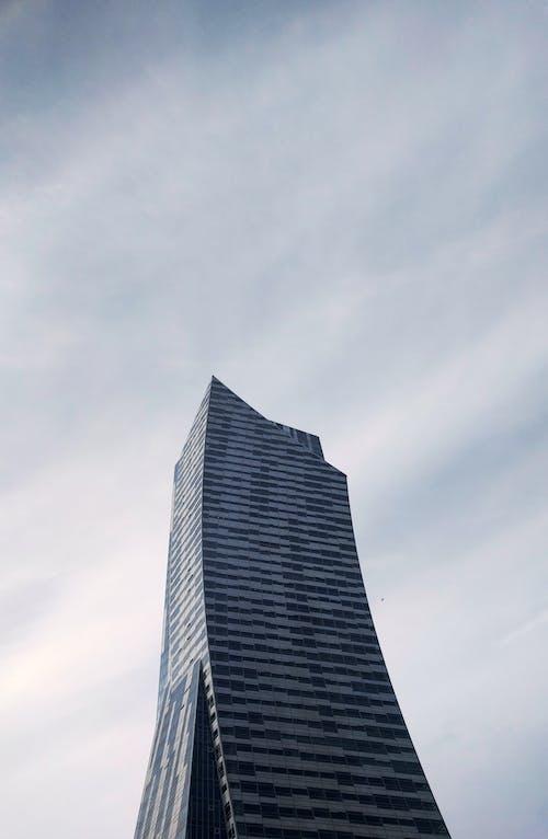 Фото высотного дома