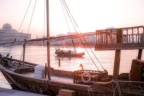 Foto d'estoc gratuïta de barca, capvespre, embarcació d'aigua, sistema de transport