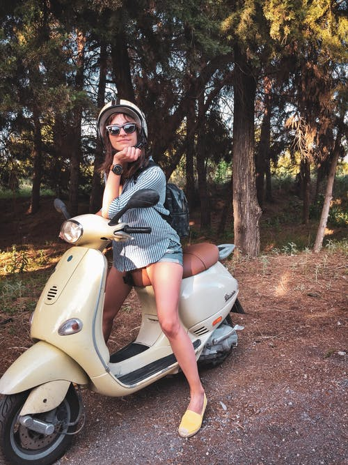 Безкоштовне стокове фото на тему «Vespa, Безпека, веселий, вродлива»