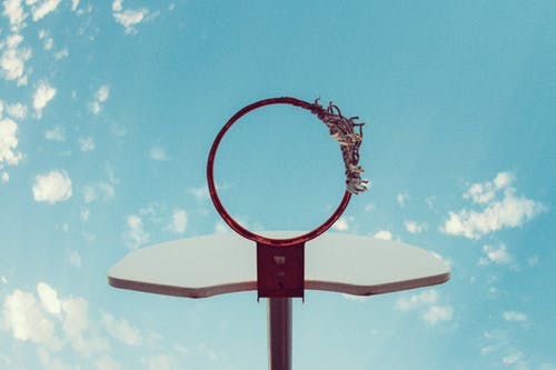 Kostenloses Stock Foto zu aufnahme von unten, basketball, basketball platz, basketball-ring