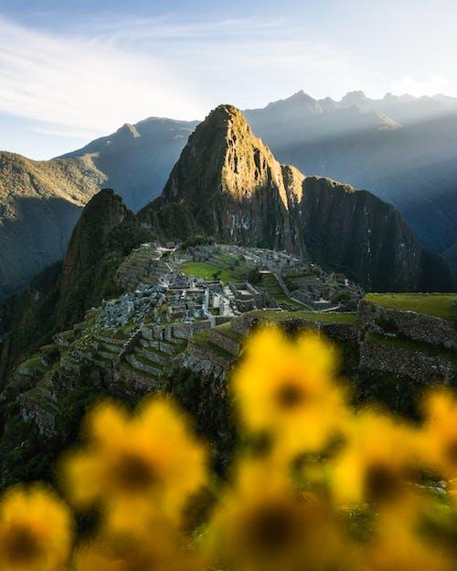 Kostnadsfri bild av äventyr, berg, bergstopp, by