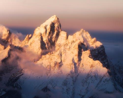 Gratis stockfoto met berg, besneeuwd, dageraad, hoog
