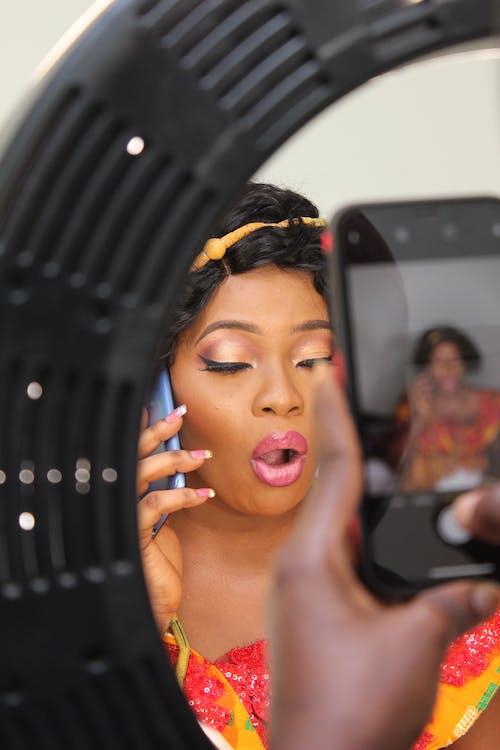 Gratis stockfoto met aantrekkelijk mooi, Afro-Amerikaanse vrouw, fotoshoot, gekleurde vrouw