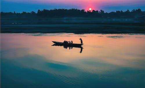 Fotobanka sbezplatnými fotkami na tému jazero, kanoe, loď, odlesk