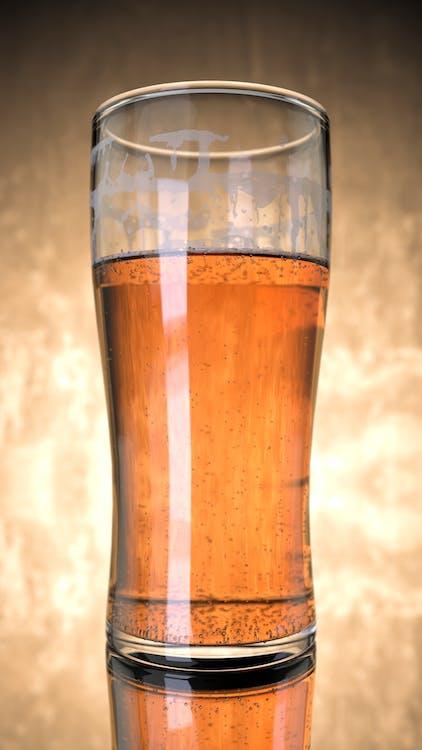 alcoholisch drankje, alcoholische drank, bier