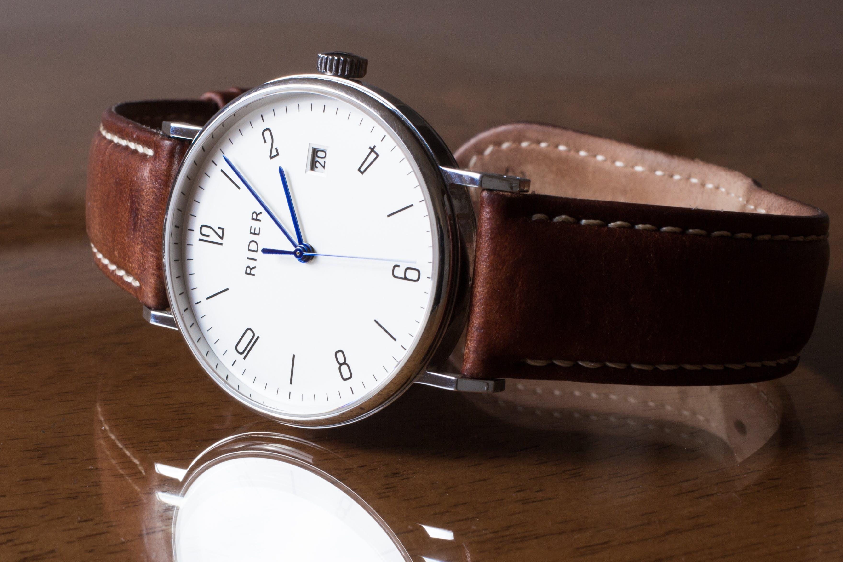 Kostenloses Stock Foto zu accessoire, analog, armbanduhr, elegant