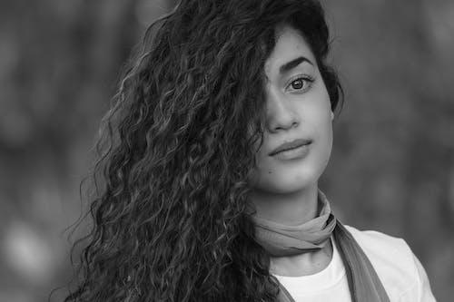 Ingyenes stockfotó fekete-fehér, gyönyörű nő témában