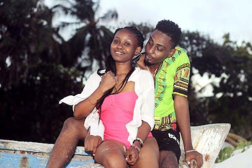 Immagine gratuita di abbigliamento da spiaggia, africano, amanti, barca