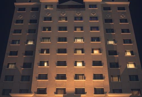 Gratis lagerfoto af bygning, glasvinduer, hotel