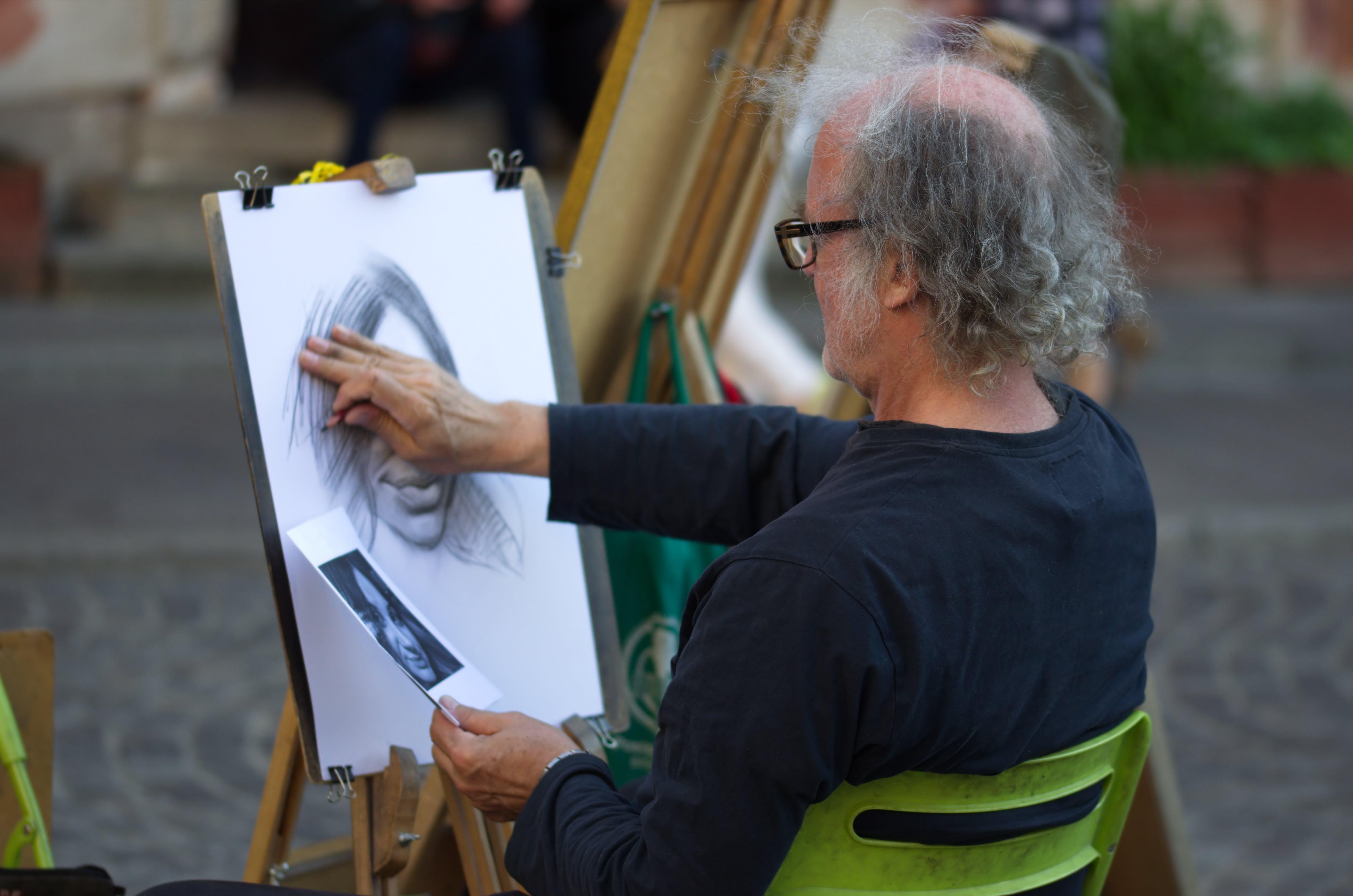 Kostnadsfri bild av äldre man, artist, fyrkant, gammal